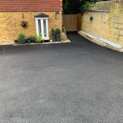 How much is Tarmac Driveways in Sittingbourne?